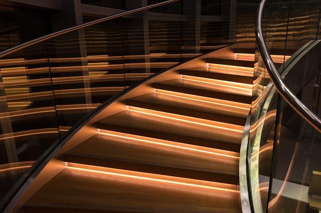 skleněné zábradlí schodů