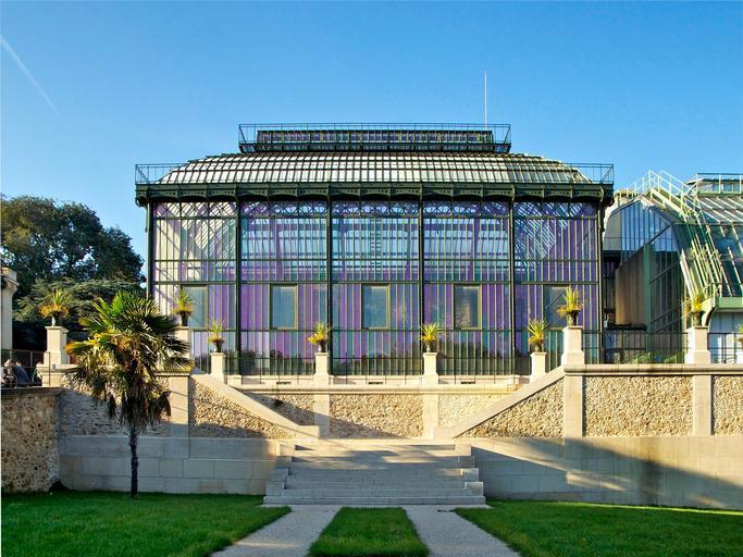 presklená historická budova.jpg